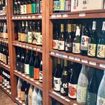 伊勢五本店 - こちらは焼酎の棚 ここ以外にもたくさん置いてありますから選り取り見取りです