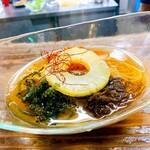 琉球焼肉なかま - 海ブドウやパインが乗った琉球冷麺!