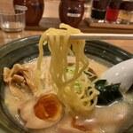 手作りの味噌らーめん 味噌樽 - 麺