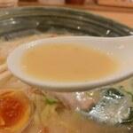 手作りの味噌らーめん 味噌樽 - スープ