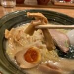 手作りの味噌らーめん 味噌樽 - メンマ