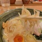手作りの味噌らーめん 味噌樽 - モヤシ