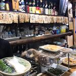稲田酒店 - カウンターには食材とかおばんざいとか色々♪