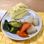 129050935 - カチャトーラ(信玄鶏のトマト煮込み)&ピクルスとスモークマッシュポテト