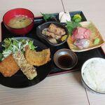 海鮮千葉料理 おでんでんでん - 揚げ物お刺身定食(2020/04撮影)