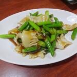 中華食堂一番館 - イカとニンニクの芽炒め
