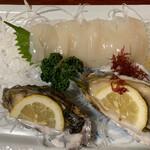 魚一心 - マイカ刺し       殻つき牡蠣