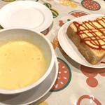 カナリヤ - コーンスープ。濃いめ。しっかり美味しい。
