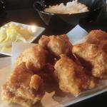 チャータ - 「からあげ定食」(¥650):あっさり塩味。レモンをかけてさっぱりと!ミニサラダと小鉢付き