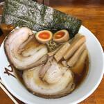 中華そば屋 大泉 九 - 料理写真:中華そば松 醤油1080円 竹に比べるとメンマが多く、チャーシューも1枚多く、海苔もでかい。