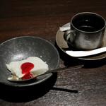 牛肉寿司 きんたん - パンナコッタ、コーヒー