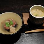 牛肉寿司 きんたん - ホタテの茶碗蒸し、ギアラとハチノスと牛すじの煮込み