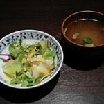 牛肉寿司 きんたん - 牛出汁スープ、サラダ