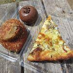 ロリアン - 料理写真:ゴーダチーズときのこクリームピザ、牛すじカレーパン、生チョコドーナツ(2020/04撮影)