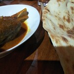 アラシのキッチン - ナンは大きいが、味はインド料理屋のより、かなり落ちる。