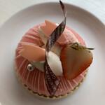 129074561 - 今月のケーキ                       ニ・ド・パック・ア・ラ・フレーズ   560円(税抜)