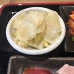 伊勢佐木町 肉寿司 - セロリ入りガリ
