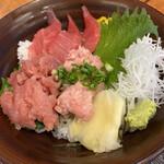 さかな屋すし 魚健 - まぐろ三色丼。