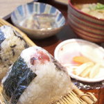 お米ダイニングメダカのがっこう - 梅+岩海苔ひじき玄米+味噌汁+惣菜=710円!これだけ食べれば大満足!!