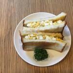 ビートカフェ - 人気の卵トースト、一日中200円。