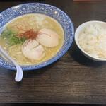 麺匠なべすけ  - 料理写真:濃厚白湯ラーメン¥800、小ライス¥100
