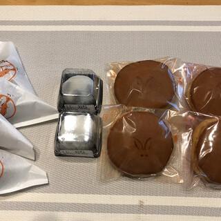 満月堂 - 料理写真:かりんとうまんじゅう×4 どら焼き(こしあん)×2 どら焼き(粒あん)×2 黒豆大福×2