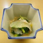 しち十二候 - 春子鯛、キャベツ、黄ニラの梅酢和え