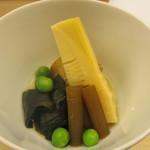 しち十二候 - 筍とフキと若布と長芋とグリンピースの炊き合わせ