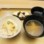 しち十二候 - 土鍋の鯛飯、お味噌汁、香の物
