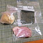クックら - お持ち帰り「らーめん」セットの麺、チャーシュー、海苔