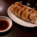 餃子の丸福 - 餃子(500円) ※写真は2人前です