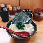 麺屋だるま家 - 料理写真:ラーメン と味玉