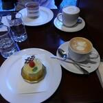 129139531 - ピスターチとウインナコーヒー