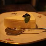 カフェ・デ・マエストロ - レアチーズケーキ 400円