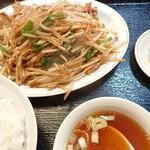 東方紅飯店 - 料理写真:韮菜豚肉