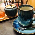 カフェハイチ - ラム酒を入れるハイチコーヒー