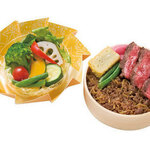 たくあん・牡丹亭 - やわらかローストビーフ&和牛しぐれ煮わっぱ サラダ、お茶付き 2200円