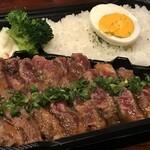 たくあん・牡丹亭 - サービスステーキ弁当 980円