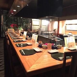 日本庭園を望むおしゃれなオープンキッチン