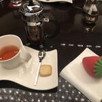 カスケイドカフェ - ケーキと紅茶