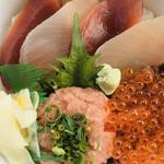 北かつまぐろ屋 - 料理写真:よくばり丼(テイクアウト)¥1,940
