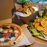 マザームーンカフェ - 料理写真:TAKE OUT MENUピッツァマルゲリータ 980円 あみあみフライドポテト 480円 バターミルクフライドチキン 5P 880円