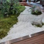 Mamezo&Cafe - ☆四角いカウンター席の真ん中にはこんな小さなお庭が(*^^)v☆