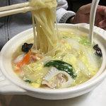 北京 - 北京式五目海鮮麺900円。
