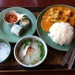 アジアンキッチン サワディー - 海老とブロッコリーのまろやかカレー炒めセット