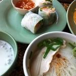 アジアンキッチン サワディー - 汁そばと生春巻き、デザート