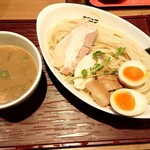 ヒキュウ - 鶏白湯つけ麺(並)+半玉増し♪