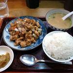 春夏秋冬 - 鶏肉のカシューナッツ炒め定食(600円)