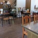 キッチン&カフェ ベル - 木造りのオシャレな店内