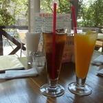 キッチン&カフェ ベル - ウーロン茶とオレンジジュース
